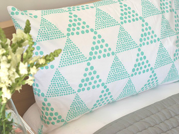 Triangles pillow case in Mint (1)